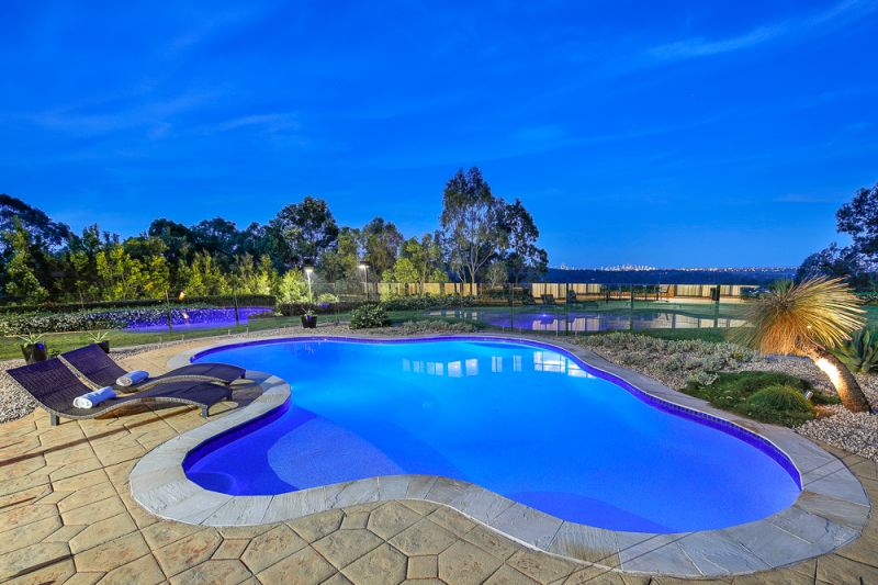 STUNNING FAMILY ENTERTAINER WITH VIEWS