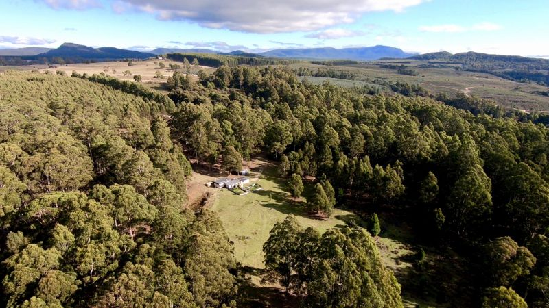Off grid living & close to Cradle Mountain
