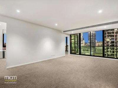 Melbourne One: 37th Floor - Light Filled Three Bedroom with City Views!