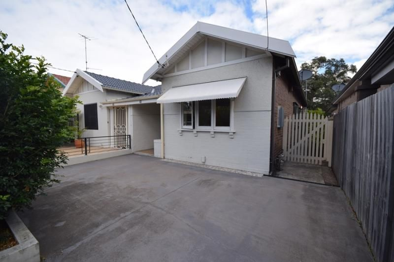 2 Bedroom Semi - You will be impressed!