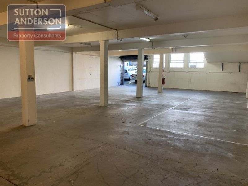 Great value single level office/warehouse!