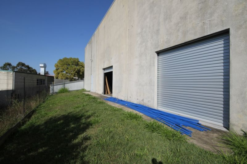 FOR LEASE - 1,069m2 Freestanding Industrial Building