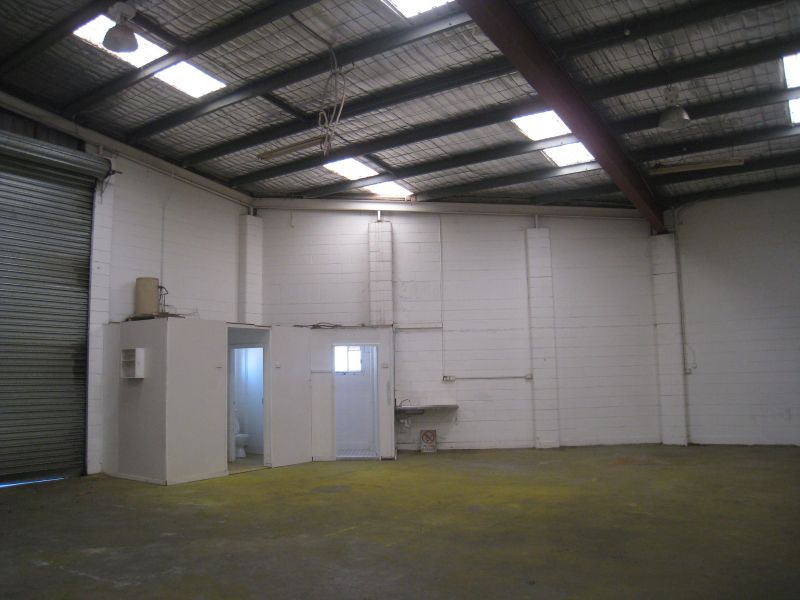 LARGE INDUSTRIAL SPACE IDEAL FOR CORPORATE HEADQUARTERS OR MANUFACTURING