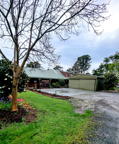 Quality Family home set on 11ac close to town
