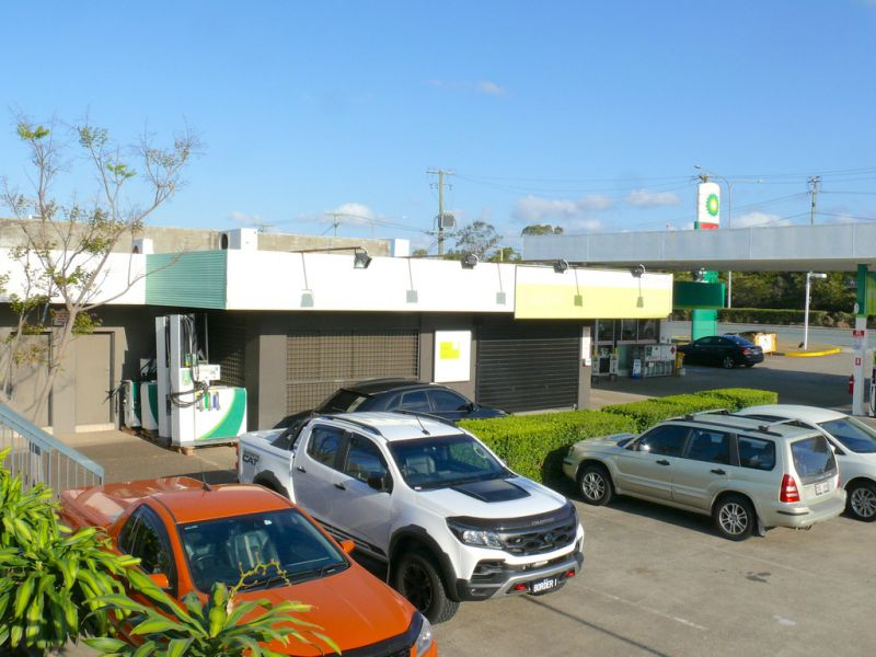 Food/Retail Shop Next To BP Service Station