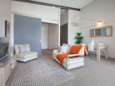Spacious 2  Bedroom Unit in an Unbeatable Location