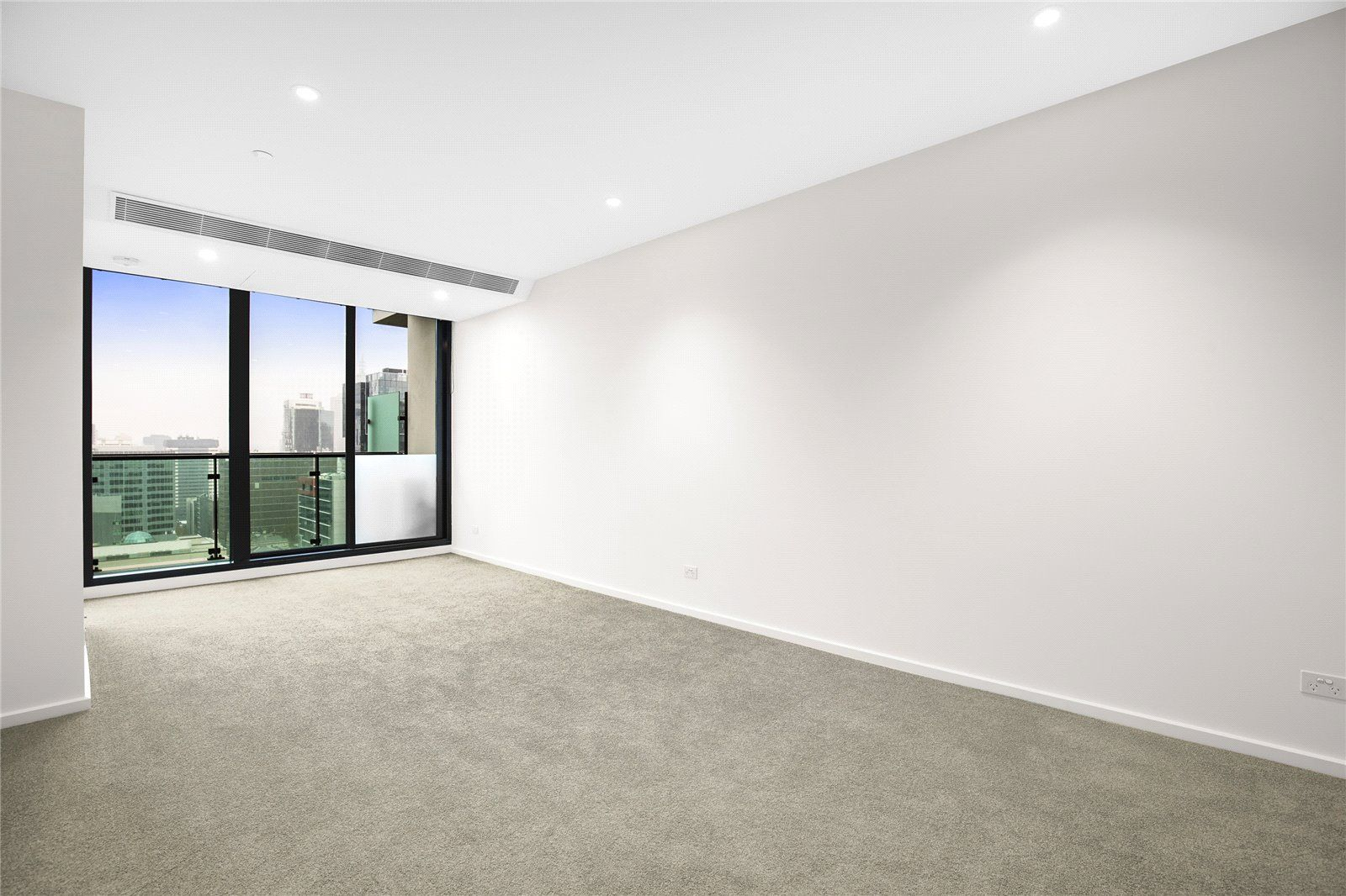 Melbourne One: 40th Floor - Fantastic Two Bedroom Apartment with Stunning Views!