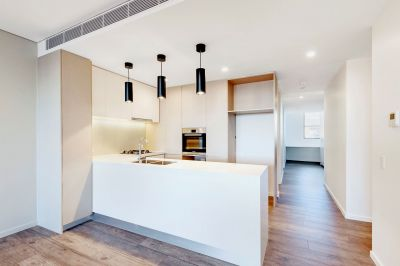 IMPRESSIVE BRAND NEW  CONTEMPORARY GLAMOUR APARTMENT WITH  STYLE AND ELEGANCE  -  ENTER AT RENWICK STREET 69-71 CAR PARK ENTRANCE