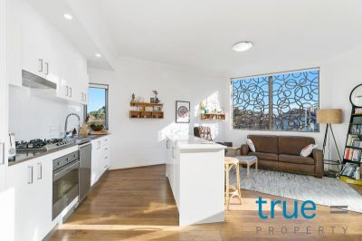 = HOLDING DEPOSIT RECEIVED = SPECTACULAR AND UNIQUE MODERN TOP FLOOR APARTMENT