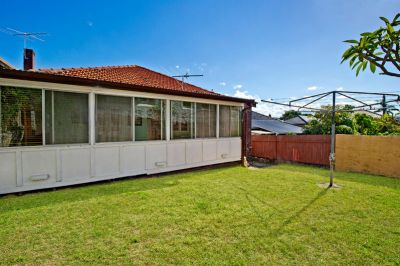 Unrenovated Freestanding Canvas Is Ideal Family Opportunity Or Redevelopment Site
