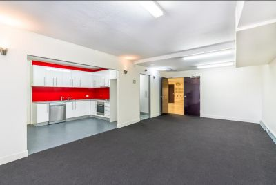 REFURBISHED FREESTANDING OFFICE/SHOWROOM OPPORTUNITY!!!