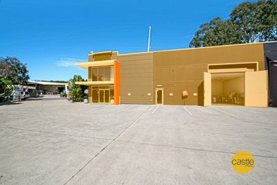 Corporate Std office & ac warehouse near M1 expressway