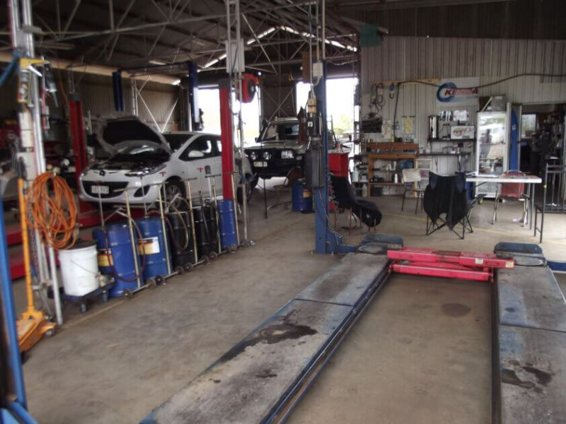 ESTABLISHED MECHANIC BUSINESS SELLING FREEHOLD WITH ADJOINING RESIDENCE