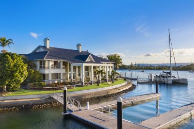 Magnificent North-Facing Waterfront Entertainer - Unrivalled Views