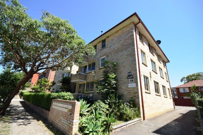 2 Bedroom Unit - Central Location - Must See!