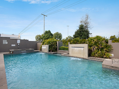 Light Filled Apartment Walking Distance to Indooroopilly Shopping Town