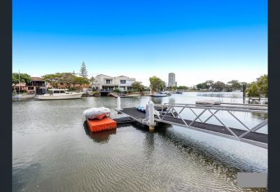 North Facing Waterfront Retreat - Close to Broadwater