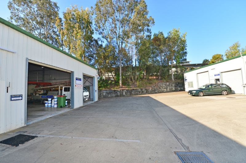 Noosaville Industrial Unit With Double Roller Doors