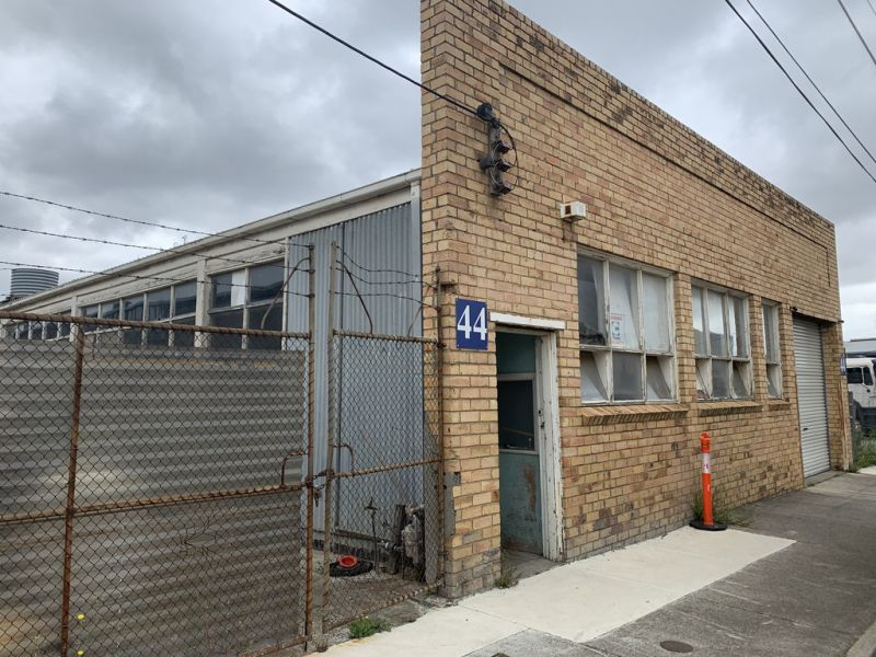 STAND ALONE FACTORY WITH REAR YARD - METRES FROM M-CITY