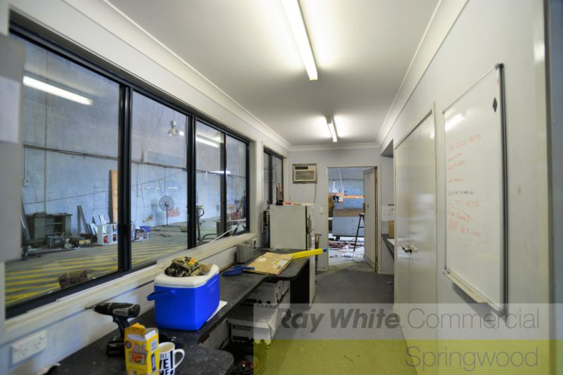 800sqm* Warehouse With Great Truck Access and Continer Set Down