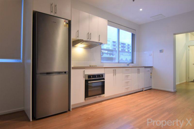 Two Bedroom Apartment with Carpark!
