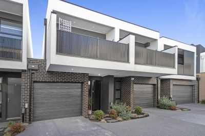 Striking contemporary townhome in premiership location!