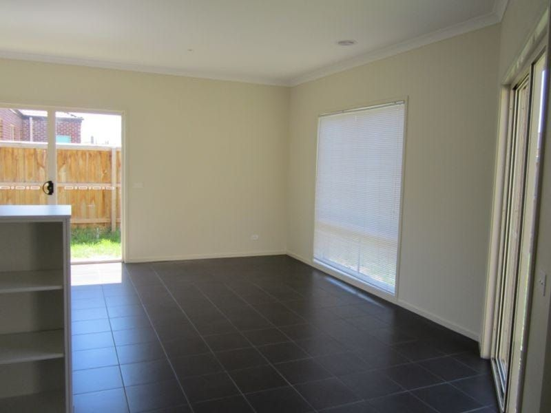 Private Rentals: 12 Bellerive Avenue, Officer, VIC 3809