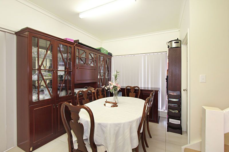 OFFICE PLUS SEPARATE 2 BEDROOM RESIDENCE – LOCATED IN THE MOUNT WAVERLEY SECONDARY COLLEGE ZONE!