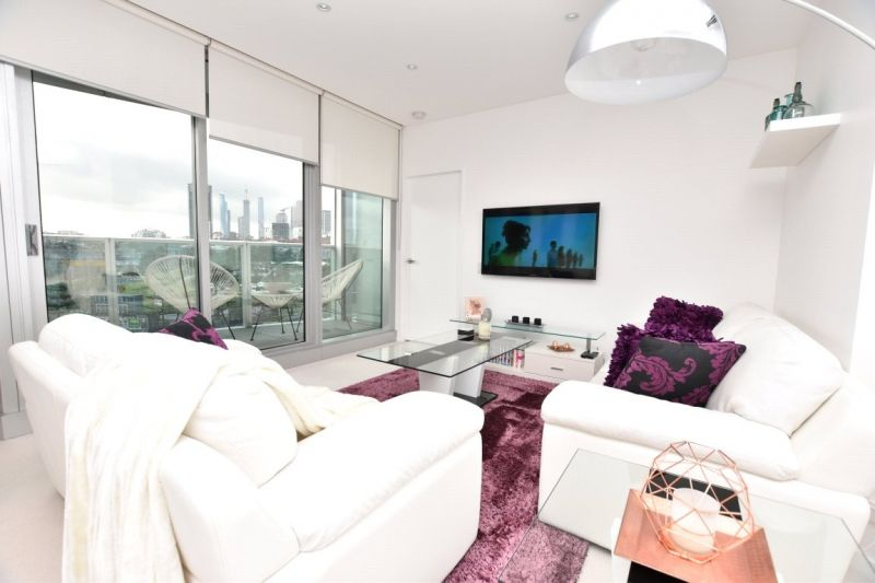 The Quays: Gorgeous Two Bedroom Two Bathroom Apartment with World-Class Facilities!
