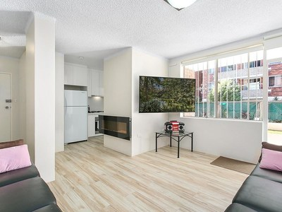 Fully renovated apartment with spacious courtyard + Lock-up Garage w/ 1-minute walk to Eastlakes Shopping Centre!