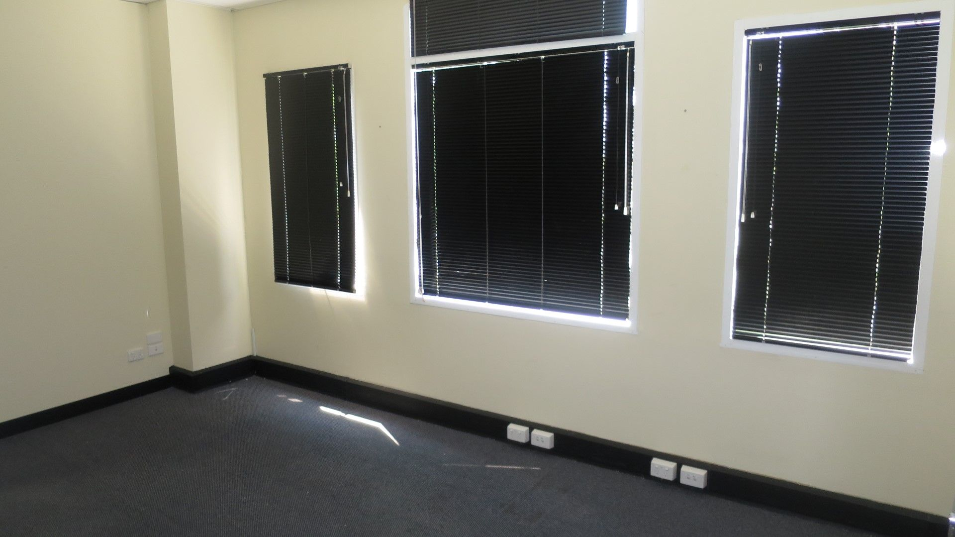 QUALITY OFFICE / WAREHOUSE FULLY PARTITIONED & READY TO OPERATE!