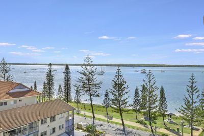 Stunning North Facing Apartment With Spectacular Broadwater Views!