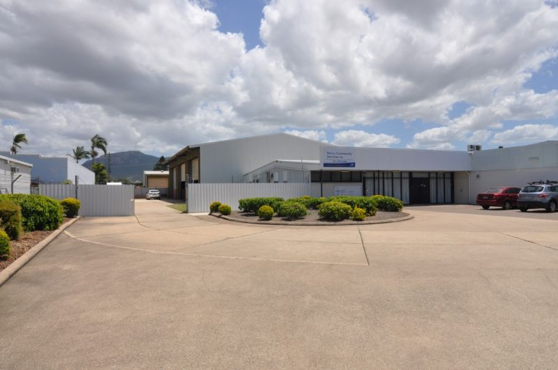 Aitkenvale Office & Warehouse with secure yard area