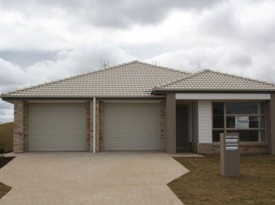 BIG 3 Bedroom Unit in Cambooya Ridge.
