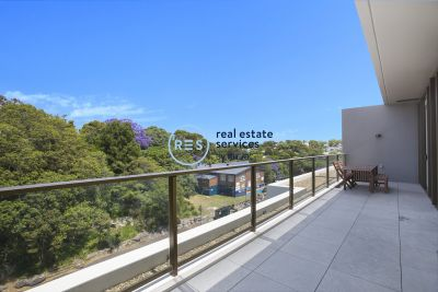 2-Bedroom Apartment with Parking & Oversized Balcony in Glebe