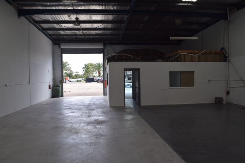 Pristine Warehouse In Prime Ashmore Location
