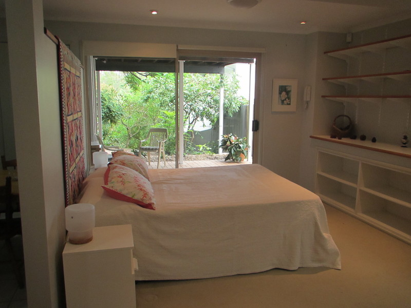 Air conditioned peaceful furnished flat, electricity & water included