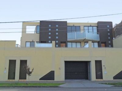 Stunning home offering brilliant city views, located right in the heart of the Yarraville Village
