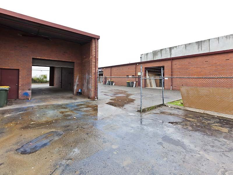 OFFICE / WAREHOUSE PLUS YARD FOR LEASE IN MALAGA.