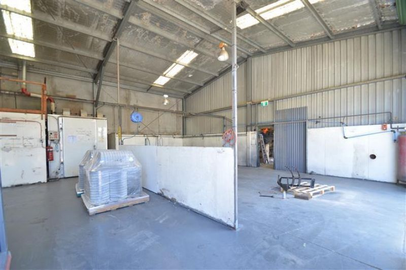 Industrial Unit With Wash Bay