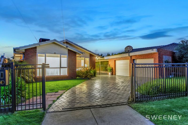 Quiet, Private And Completely Charming in Prestigious Altona Bay Locale!