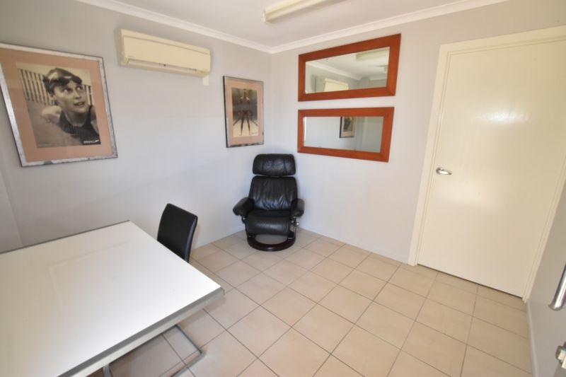 :: IMPRESSIVE INDUSTRIAL UNIT - AS NEW IN EVERY RESPECT (UNIT 4)