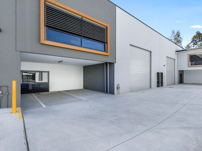 Unit 5 - Commercial Warehouse 323SQM Available NOW