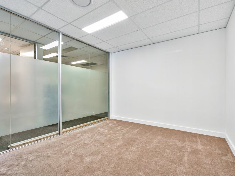 Ground Floor Front 166sqm Glass Fit-Out Office