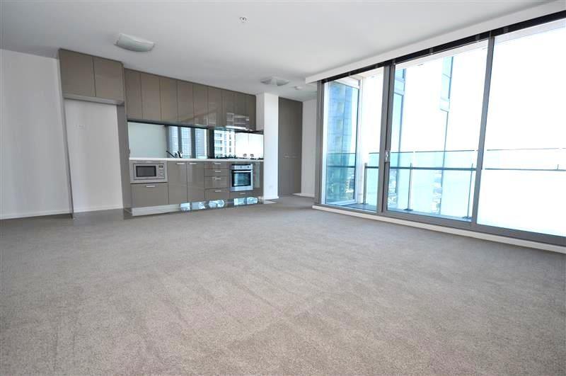 Mainpoint: 21st Floor - Superb Location!