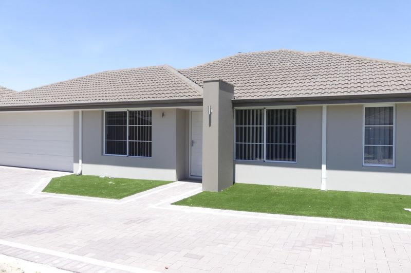 GREAT LOCATION BRAND NEW QUALITY MODERN HOME