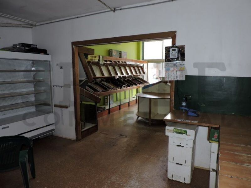 RETAIL OPPORTUNITY IN BUSY SHOPPING VILLAGE