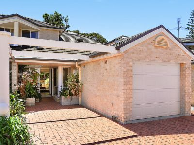 Beautiful Townhouse only a Short Stroll from all that Newport has to Offer!!