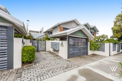 EXCEPTIONAL CENTRAL LOCATION  AND LOCK AND LEAVE!