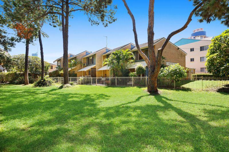 Private Rentals: Broadbeach, QLD 4218